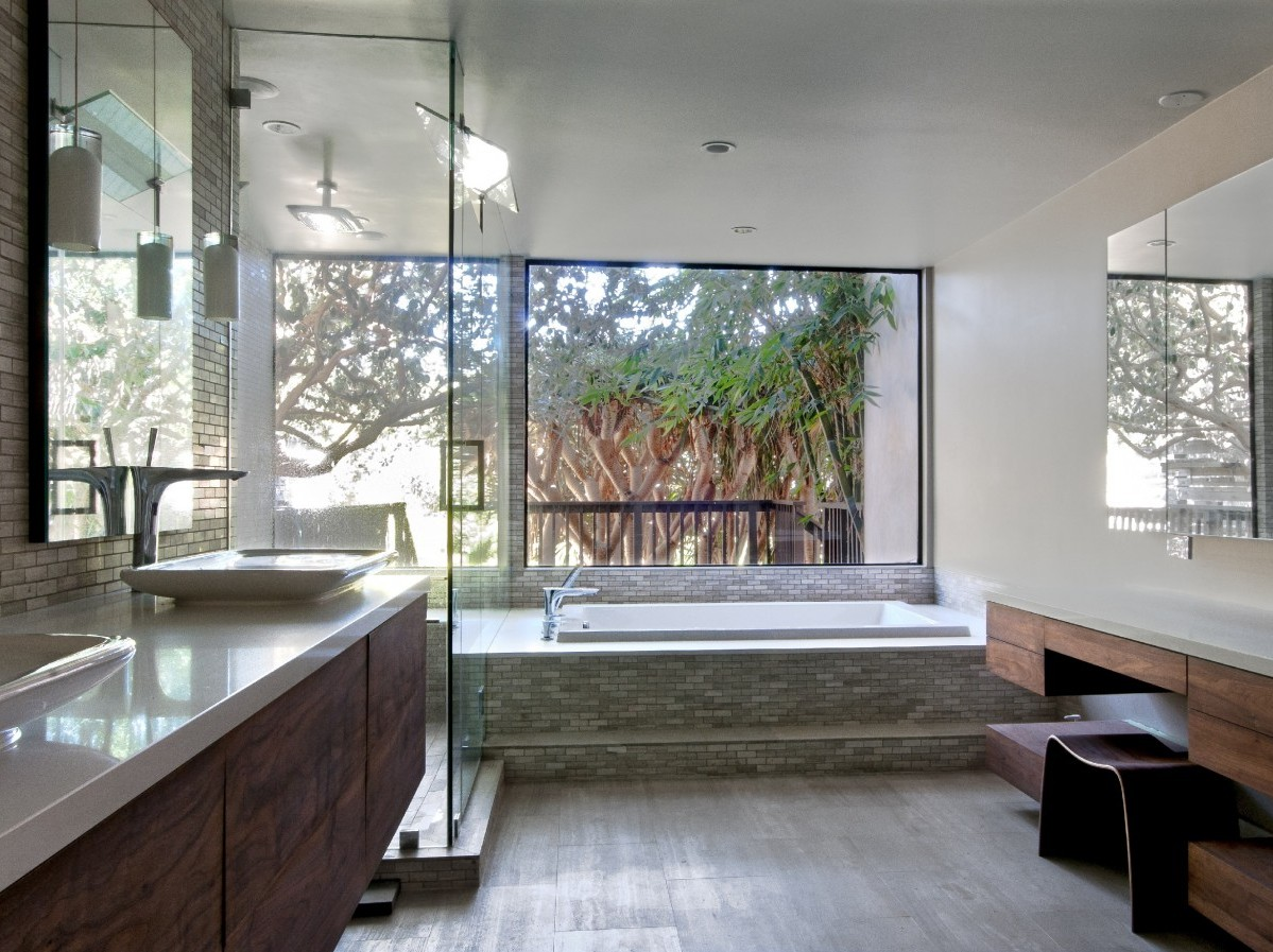 Yuri Bast Newport Beach residence bathroom